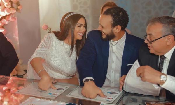 """هنادي مهنا تطرح أولى أغنياتها """"أول كلام"""" وتهديها لزوجها أحمد خالد صالح (فيديو)"""