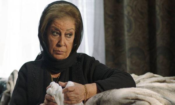 تعيش وحيدة منذ 16 عامًا وعملت بائعة غزل البنات وعارضة أزياء قبل الفن.. قصة السورية منى واصف