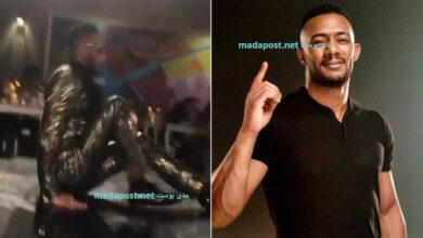 Photo of محمد رمضان يتعرض لموقفٍ محرج للغاية.. سقط على المسرح أثناء تكريمه في دبي (فيديو)