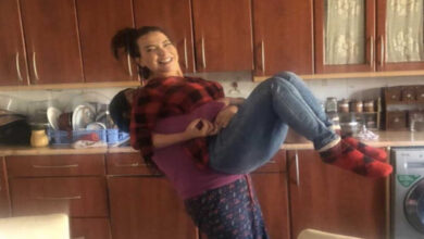 Photo of أمل عرفة في إطلالة جديدة مع ابنتها مريم: رفقات ومنلبس متل بعض (صور)