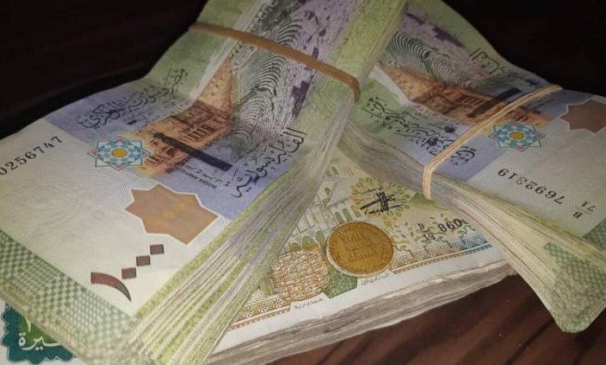 الليرة السورية تواصل الانخفاض مقابل العملات والذهب 24 12 2020