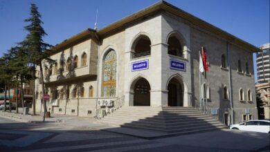 Photo of كَر وفَر بين حراس مبنى بلدية تركية وخروف وماعز و3 حملان (فيديو)