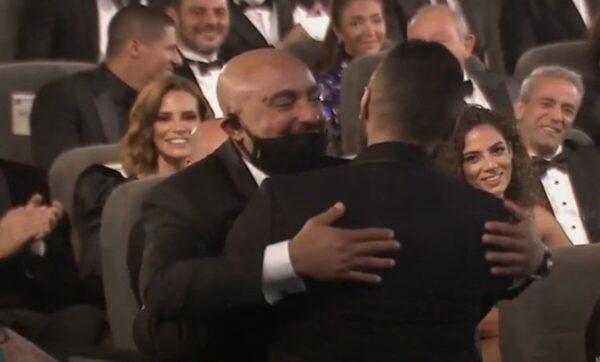 تامر حسني يتصالح مع أحمد السقا بطريقة ودية وطريفة (فيديو)