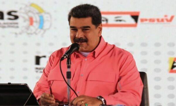 """رئيس فنزويلا يشارك رقم هاتفه ويخاطب متابعيه: """"أضيفوني على مجموعاتكم"""" (فيديو)"""