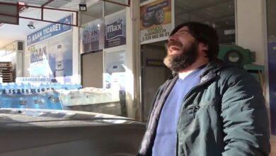 Photo of رجل تركيا الضاحك.. لا يستطيع التوقف عن الضحك حتى أمام الشرطة (فيديو)