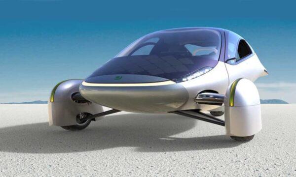 إقبال كبير على سيارة كهربائية مبتكرة لا تحتاج إلى الشحن أبداً (فيديو)
