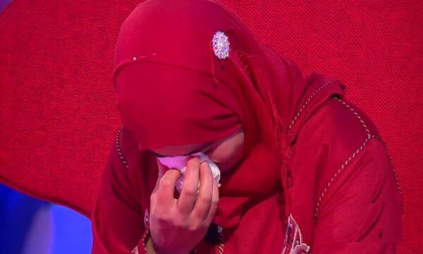 أبكى كادر البرنامج.. جزائري يكشف سراً لزوجته خبئه عن الجميع لـ 6 سنين (فيديو)