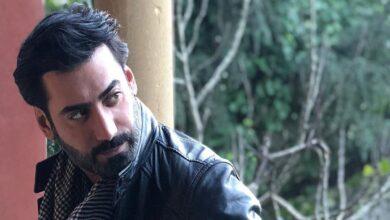 Photo of فنان كويتي يطل بالمكياج ومتابعون يعاتبونه ويذكرونه بوالده (فيديو)
