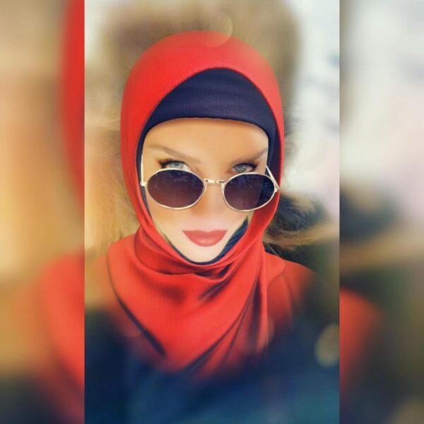 """متزوّجة من يوسف الخال وفيلم """"التجربة الدنماركية"""" سبب شهرتها.. قصة الفنانة نيكول سابا بعد ظهورها بالحجاب (صورة)"""