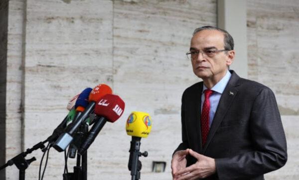 هادي البحرة يشير إلى أجواء إيجابية في أعمال اللجنة الدستورية السورية
