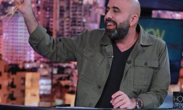 موالون لنصر الله يردون على الإعلامي هشام حداد بسبب تقليد حركة إصبعه (فيديو)