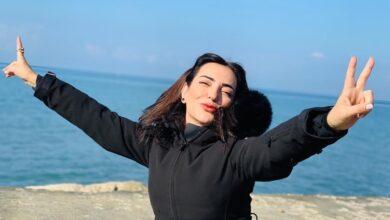 Photo of أمل عرفة بإطلالة شتوية مميزة من طرطوس وتُعلن عن مشروع سينمائي جديد (صور)