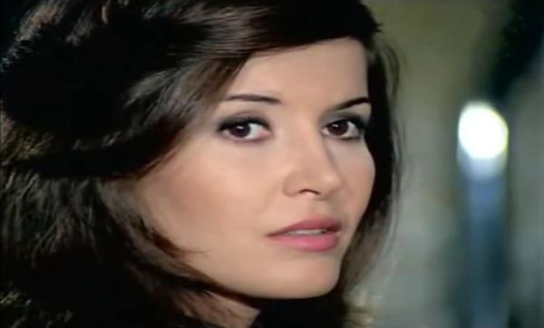 صعيدية تزوّجت 6 مرات وفقدت الذاكرة وغنى لها عبد الحليم حافظ.. قصّة الفنانة ميرفت أمين