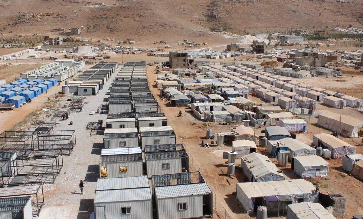 بيوت إيواء للاجئين السوريين