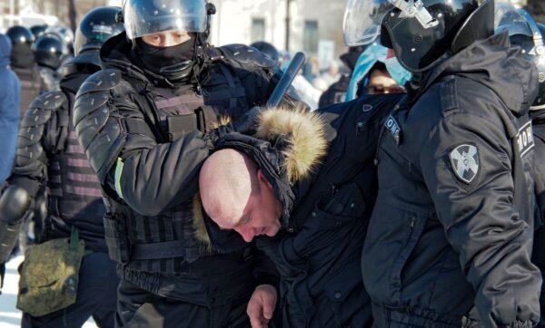 بعد عودة نافالني وفلمه عن قصر بوتين .. حراك شعبي للمعارضة في روسيا (فيديو)