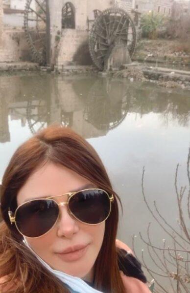 رواد عليو - حماة  رواد عليو تؤكد ملامحها التركية بإطلالة جديدة من غرفة نومها
