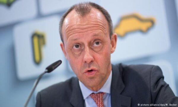 المرشح المحتمل لخلافة ميركل يعلن موقفه من استقبال اللاجئين في ألمانيا