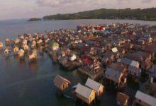Photo of بشر أشبه بالأسماك.. قبائل في إندونيسيا لا تستطيع العيش في اليابسة وتعلم أطفالها السباحة قبل المشي (فيديو)