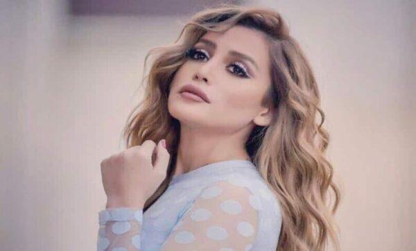 مرام علي تطل بالأزرق و تستذكر شخصية نايا وأيمن عبد السلام يقدم لها القبلات