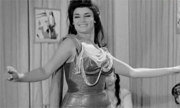 الفنانة المصرية نجوى فؤاد تكشف أسباب إجهاضها المتكرر.. وتؤكد: زهقت من الرقص