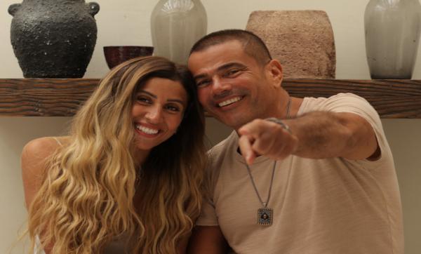 """درست الإعلام وعملت مذيعة وأصبحت حياتها الخاصة """"تريند"""" بسبب عمرو دياب.. قصّة المصرية دينا الشربيني"""