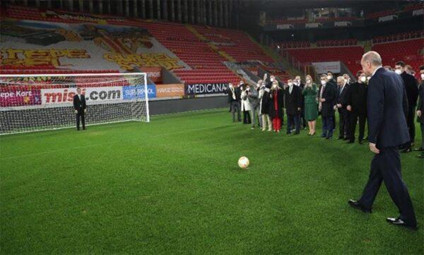 """أردوغان تعليقاً على هدف له في كرة القدم: """"لا تتوقف .. واصل الأهداف"""""""