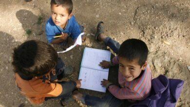 Photo of التعليم دون انترنت أو حاسوب .. مشروع جديد لمساعدة النازحين في مخيمات الشمال السوري