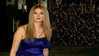 Photo of فنانة تونسية تطل بالمايوه داخل مسبح مع زوجها وشخصين آخرين (فيديو)