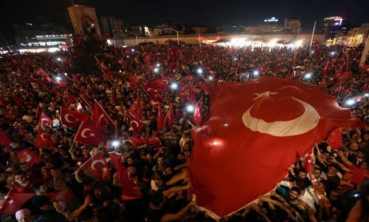صحفي كويتي: تركيا تستحق من العالم الإسلامي أن ينصرها (فيديو)