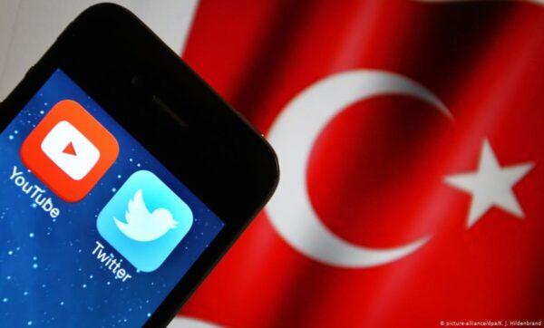#ErdoganinYanindayiz وسم يتصدر تويتر في تركيا للتعبير عن دعم الديمقراطية
