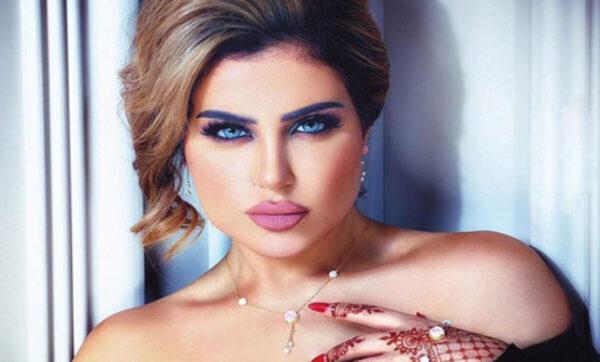 حليمة بولند تحتفل بالعيد الوطني للكويت بارتداء ملابس على شكل جواز سفر