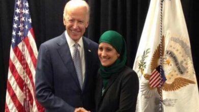 Photo of سابقة تاريخية.. محجبة مسلمة تظهر للمرة الأولى عبر منصة البيت الأبيض (فيديو)