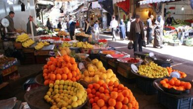 Photo of بسبب انخفاض الليرة.. السوريون يشترون طعامهم بالغرام والحبة الواحدة!
