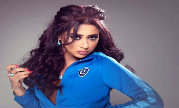 الفنانة البحرينية شيماء سبت ترتدي الحجاب وتظهر مع الإماراتي جمعة بن علي