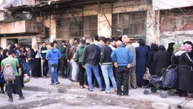 Photo of طرطوس: أكاديمي جامعي يؤجل محاضرة لطلابه للحاق بطابور الخبز
