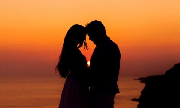 في يوم الفالنتين .. دراسة أمريكية تنشر 8 علامات تدل على الوقوع في الحب