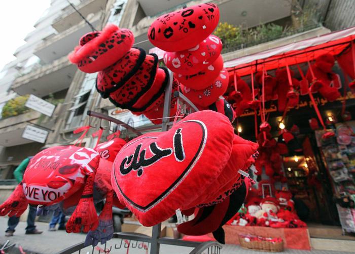 عيد الحب .. الوردة الحمراء في دمشق بـ 4 آلاف ليرة و والدب الأحمر الصغير بـ 30 ألفاً
