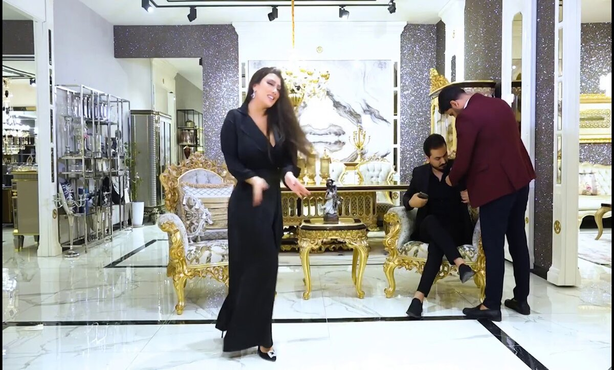 """فيديو مسرب .. رقص و أسئلة جريئة في لقاء بين العراقي نزار الفارس واللبنانية """"أليسار"""" (فيديو)"""