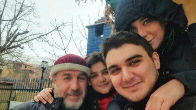 Photo of سلاف فواخرجي مستمتعة بالأجواء الشتوية مع زوجها وولديها (صورة)
