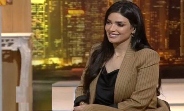 إعلامية سعودية تطلب الزواج على الهواء مباشرة وتناقش خطابة عن آخر الأسعار (فيديو)