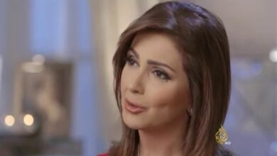 Photo of النسيان يتسبب بموقف محرج مع مذيعة قناة الجزيرة على الهواء مباشرة (فيديو)