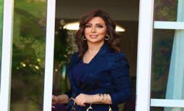 النسيان يتسبب بموقف محرج مع مذيعة قناة الجزيرة على الهواء مباشرة (فيديو)