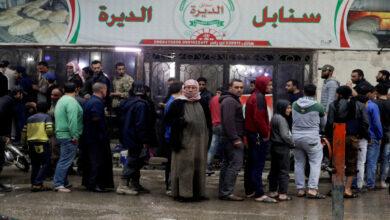 Photo of بدائل السوريين لتأمين لقمة العيش: تأجير البطاقة الذكية مقابل المال و ربطة خبز واحدة!