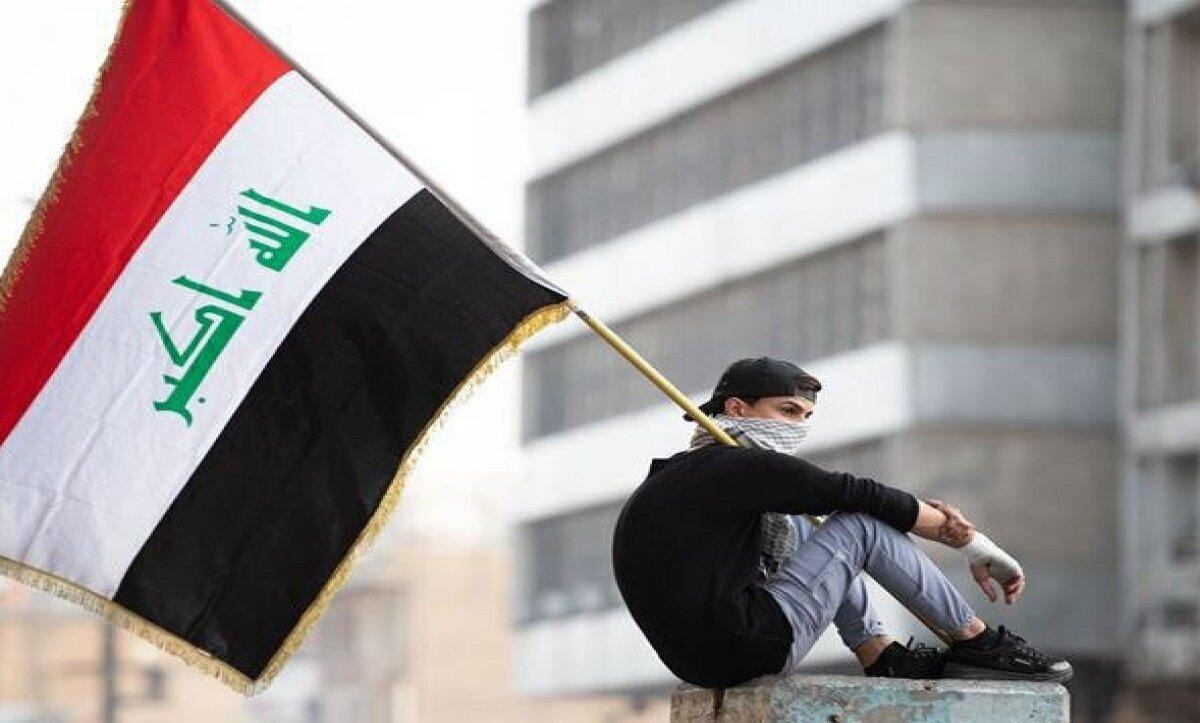 وزير عراقي يطالب الأردن بالاعتذار بسبب رفع علم اعتمده صدام حسين