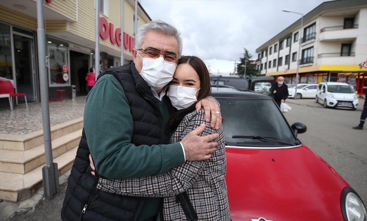 ترك السجائر فأهدى ابنته سيارة أحلامها .. قصة مواطن تركي عاش بلا سجائر 14 عاماً