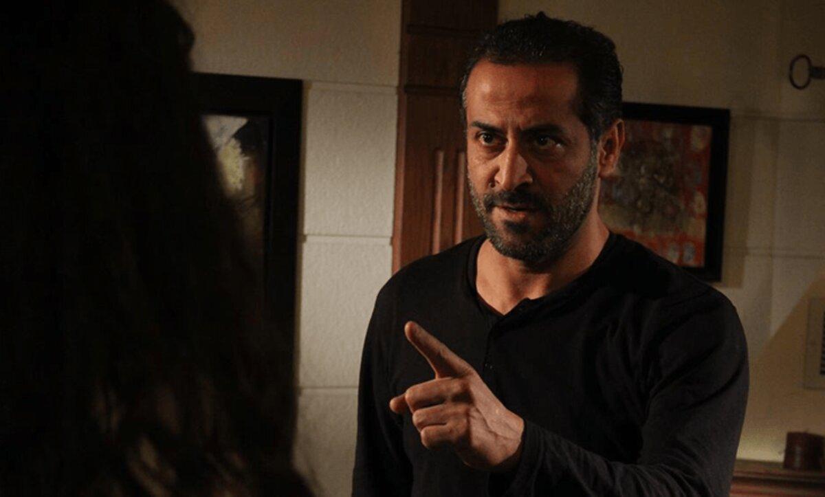 عبد المنعم عمايري يثير الضجة بسبب صورته المتداولة داخل الحمام