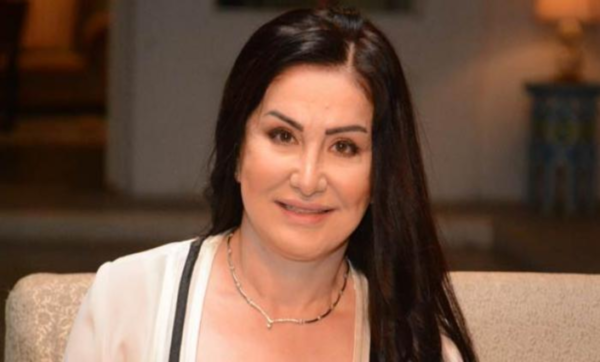 السورية وفاء سالم تكشف أحلام أحمد زكي: كان نفسه صورته تتحط على علب الكبريت (فيديو)