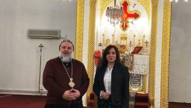 Photo of سلاف فواخرجي وعائلتها في القامشلي وتلتقي مطران أبرشية الحسكة والفرات (صور)