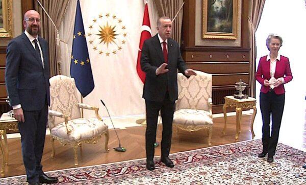 عن قصة الكرسي في الرئاسة التركية.. مجلة ألمانية: الاتحاد الأوروبي يضع نفسه في موقف سخيف أمام العالم