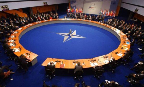 أوكرانيا تدعو للتحرك لوقف حشود روسيا وحلف الناتو يستجيب وأمريكا تعلن قرارات عاجلة وقلق روسي من المسيرات التركية